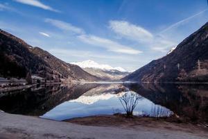 die schöne Landschaft der Alpen foto