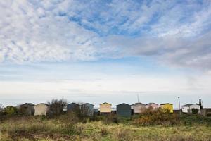 Strandhütten in einer Reihe, weißstabil foto