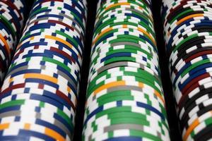Reihen mehrfarbiger Pokerchips xl