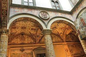 Fresken schmücken den Innenhof Palazzo Vecchio. Florenz