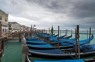 Gondeln im Winter Venedig foto