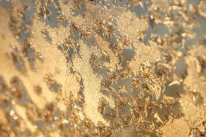 glänzende Winterfenster Eisdekoration
