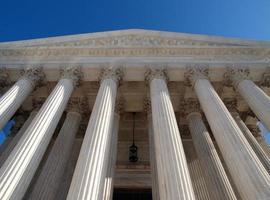 Säulen des Obersten Gerichtshofs foto