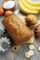 hausgemachter Bananenkuchen foto