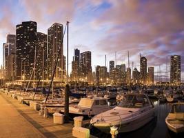 Innenstadt von Chicago vom Yachthafen aus gesehen foto