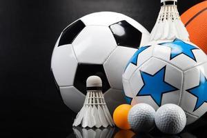 Sportzubehör. Paddel, Stöcke, Bälle und mehr foto