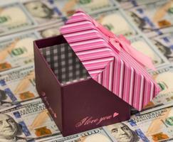 amerikanisches Geld und Geschenkbox foto