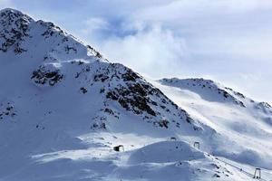 Piste in österreichischen Alpen foto