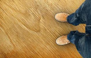gelbe Stiefel auf der Straße
