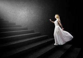 Frau in Weiß foto