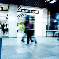 Geschäftsreisender zu Fuß foto