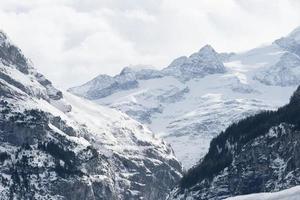 schneebedeckter Berg in den Schweizer Alpen