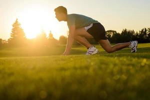Athlet bereitet sich auf den Lauf vor. foto