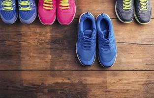 Laufschuhe auf dem Boden