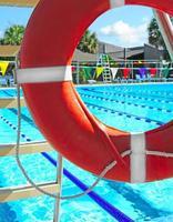 Sicherheitsring am Schwimmbad foto