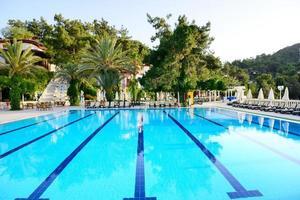 Schwimmbad auf türkischem Resort, Fethiye, Truthahn foto