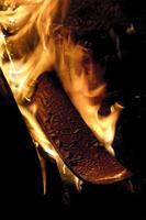 Schneeski in Flammen foto