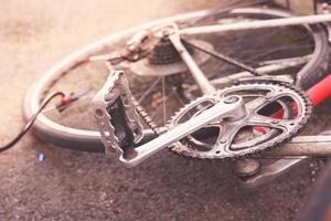 ein Fahrrad pumpen