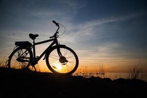 Silhouette eines Fahrrads foto