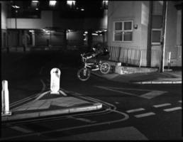 extreme bmxer Lücke über Straße