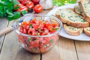 Tomaten Bruschetta machen foto
