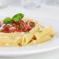 Penne Pasta mit Napoli Tomatensauce Nudeln Mahlzeit