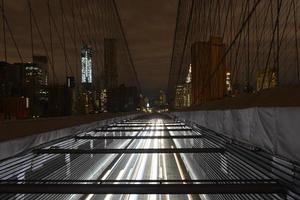 Blick auf Lower Manhattan nach einem Stromausfall von der Brooklyn Bridge. foto