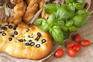 Focaccia mit Kirschtomaten foto