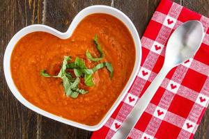 frische hausgemachte Tomatensuppe foto