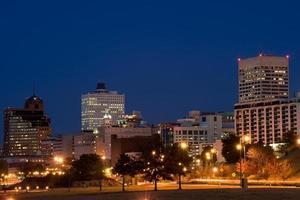 Memphis Skyline in der Nacht foto