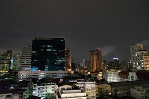 Bangkok Nacht Wolkenkratzer foto