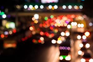 abstraktes Sternbokeh des Transports auf der Straße