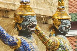 Bangkok, Grand Palace, Statue der grünen Dämonenwächter foto