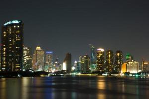 Bangkok in der Nacht / Unschärfe