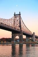 Sonnenuntergang der Queensboro-Brücke foto