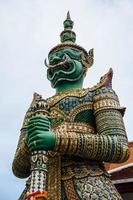 Riesenstatue in Wat Arun, Thailand foto