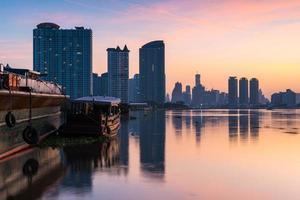 Blick auf die Stadt Bangkok bei Sonnenaufgang