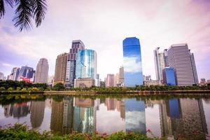 Blick auf die Stadt Bangkok. Öffentlicher Garten. Landschaft Thailand