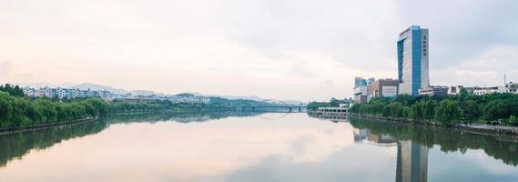 das städtische Landschaftspanorama der Stadt Yiwu, China foto