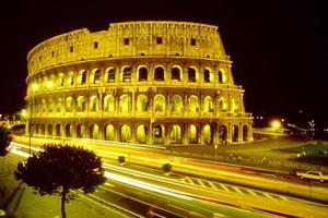 Colosseo in der Nacht foto