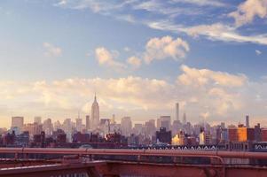 Blick auf die Innenstadt von New York am Sommerabend foto