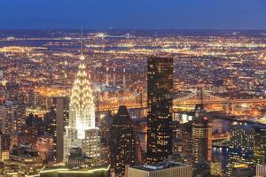 Luftaufnahme von New York City Manhattan in der Abenddämmerung. foto
