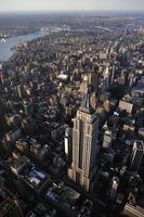 Luftaufnahme der Skyline von New York und des Empire State Building foto
