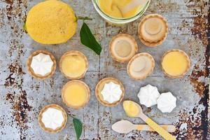 kleine Baiser Zitronenpasteten foto
