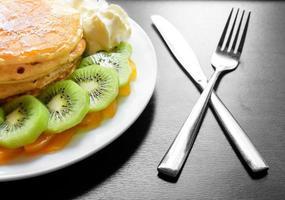 Kiwi Pfirsich Pfannkuchen foto