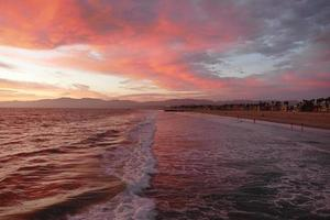 roter Sonnenuntergang des Venice Beach California foto