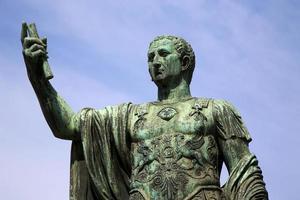 Statue Caesari Nervae Augustus, Rom, Italien foto