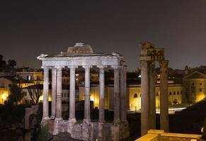 Tempel von Saturn und Tempel von Vespasian und Titus foto