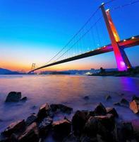 Brücke im Sonnenuntergang Moment foto