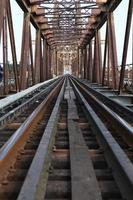 Eisenbahn auf langer Bienbrücke foto
